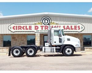 Mack VISION CX613 Day Cab Truck