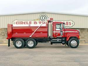 Mack PINNACLE CHU613 Heavy Duty Dump Truck