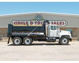Mack RD688S Heavy Duty Dump Truck