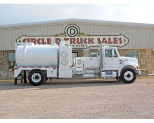 International 4900 Water Tank Truck