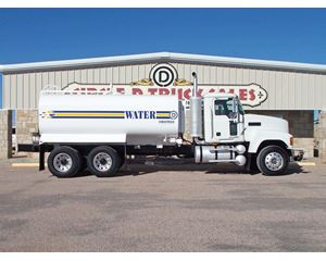 Mack PINNACLE CHU613 Water Tank Truck