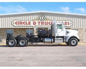 Freightliner 122SD Winch Truck