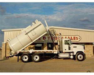 Mack CHN613 Winch Truck