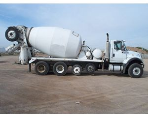 International 7700 Mixer / Ready Mix / Concrete Truck