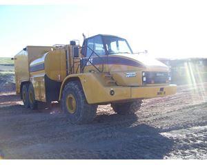 Caterpillar 740 Fuel / Lube Truck