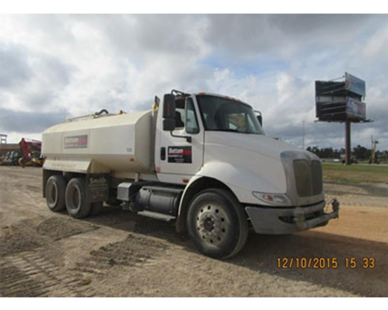 International 8600 Water Truck