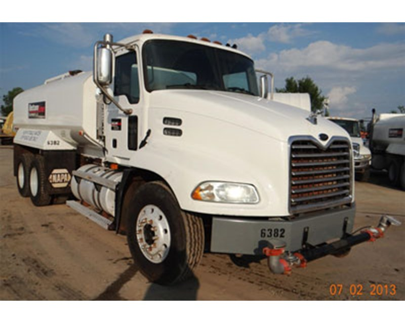 Mack VISION CX612 Water Truck
