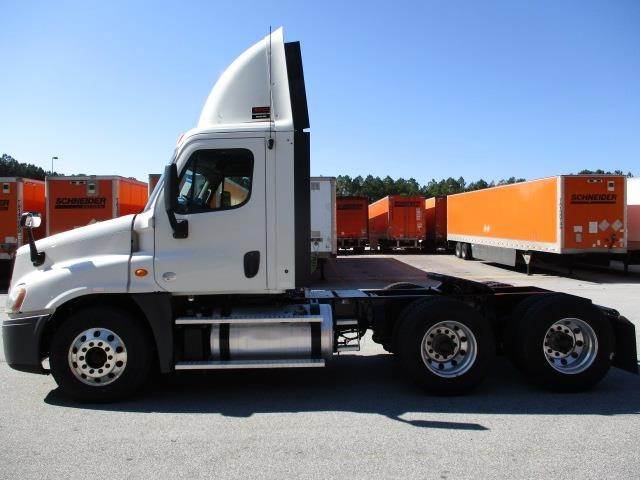2014 Freightliner Cascadia 125 Tandem Axle Day Cab Truck
