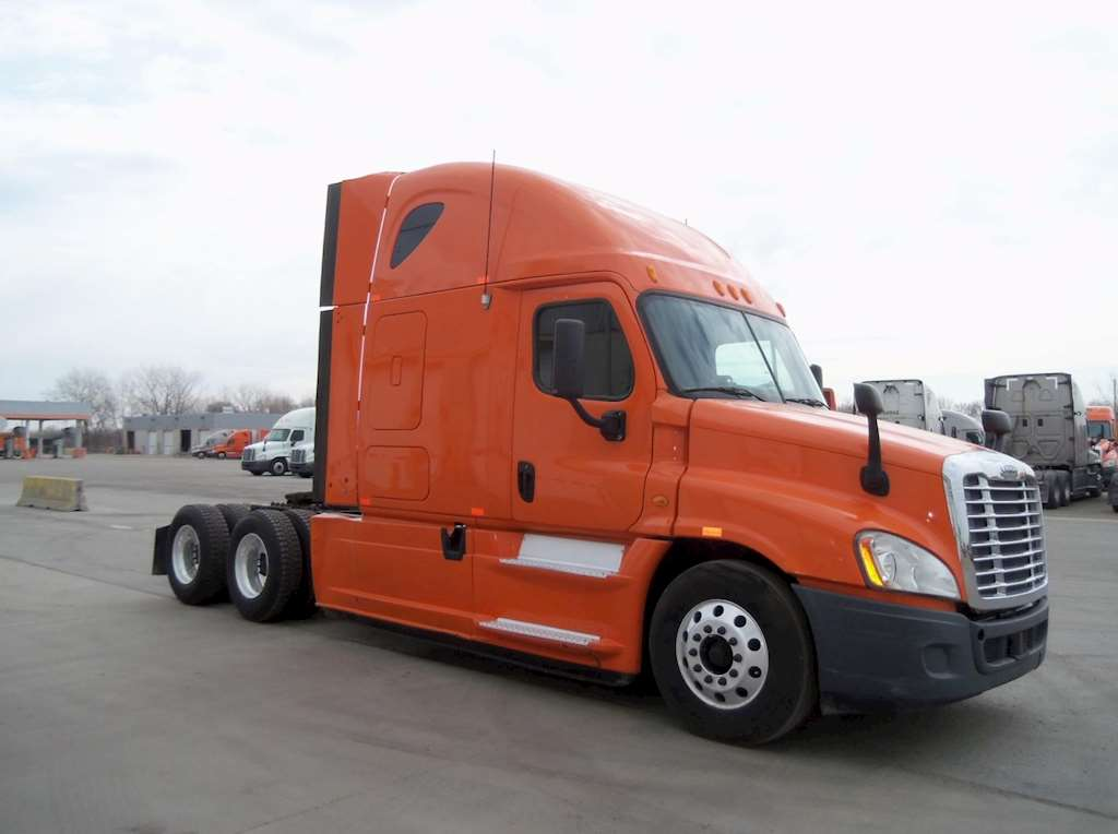 Used Sleepers For Semi Trucks : Freightliner cascadia sleeper semi truck for sale