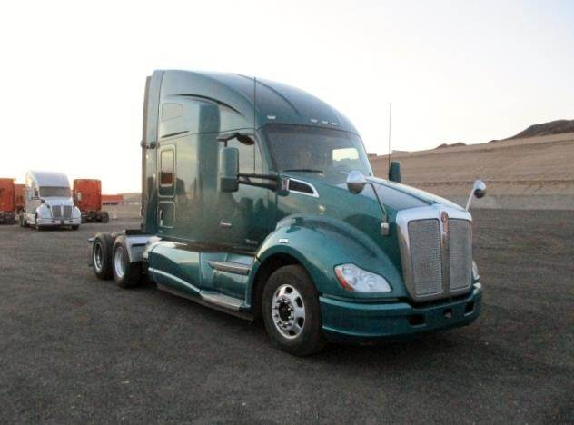 2015 Kenworth T680 Sleeper Semi Truck