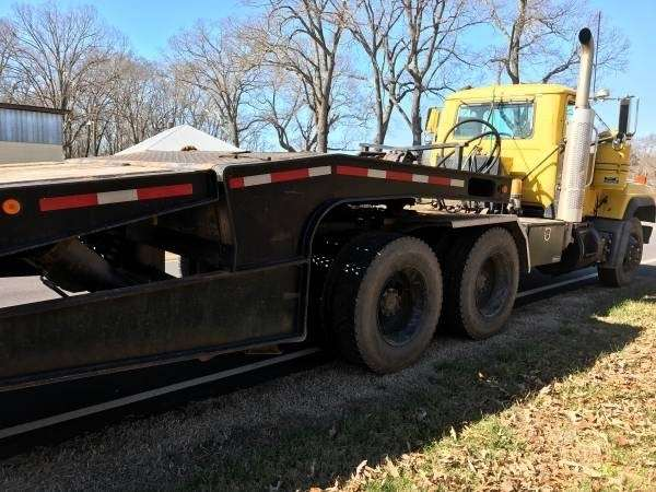 Hydraulic Lowering Trailers : Landoll drop deck trailer closed axle