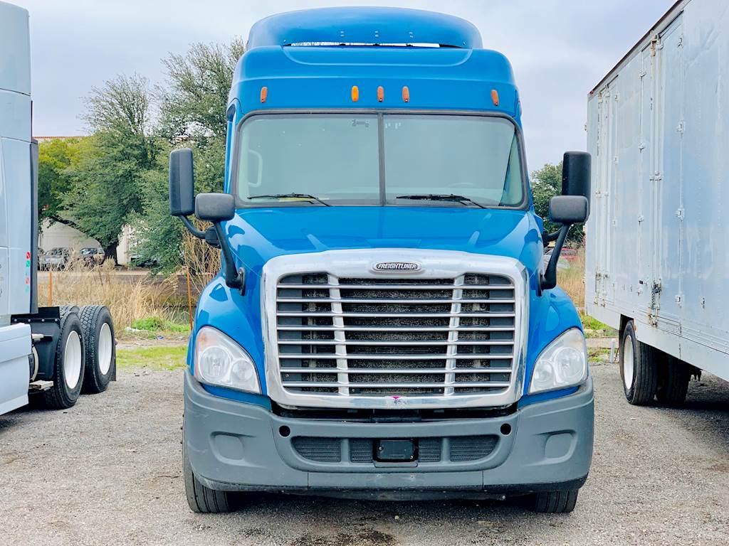 2014 Freightliner Cascadia Sleeper Semi Truck, 10 Speed Manual, DD13