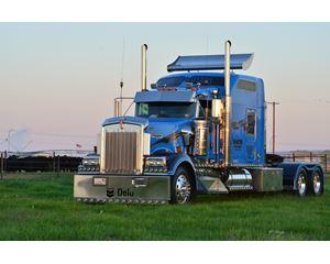 2004 Kenworth W900L T/A Truck Tractor Sleeper Truck