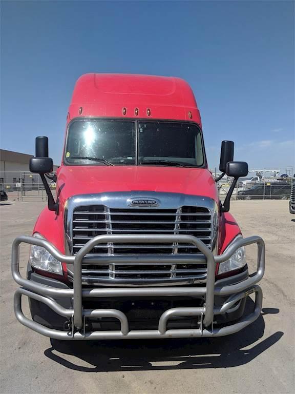 2016 Freightliner Cascadia 125 Evolution Sleeper Semi Truck, Detroit DD15,  505HP, AMT