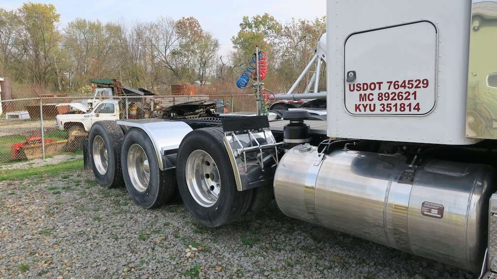 Tri Axle Cabover : Peterbilt s tri axle with dry bulk blowers apu