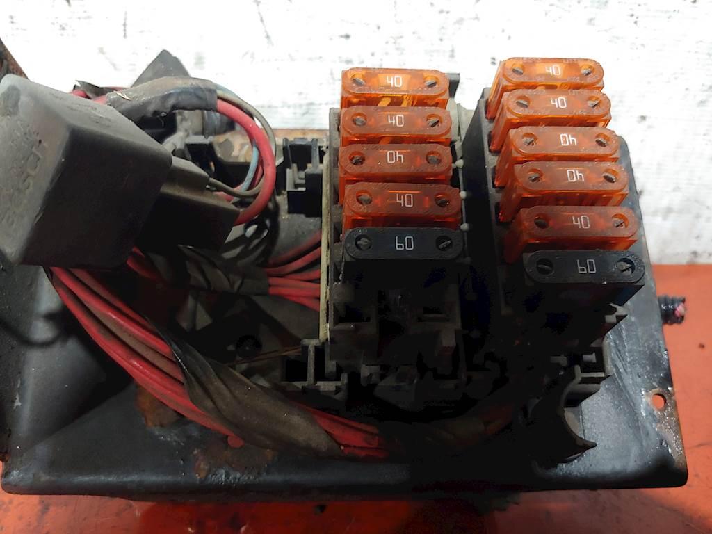 1994 gmc box truck fuse box 2002 isuzu ftr  gmc w6500 truck fuse box w cover gm part  2002 isuzu ftr  gmc w6500 truck fuse