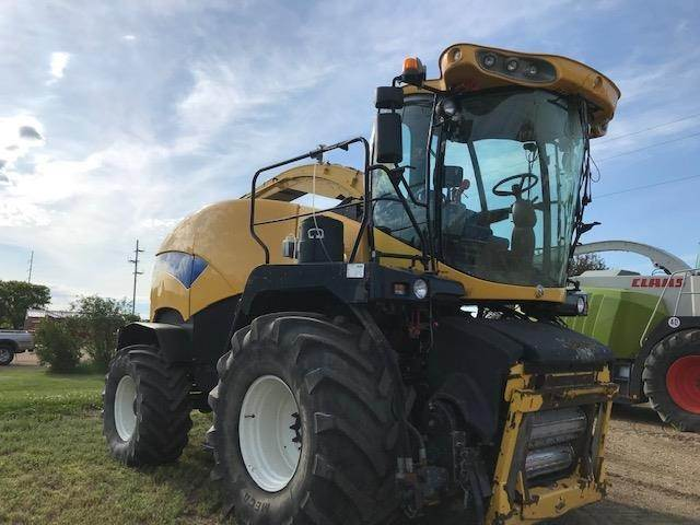 2009 New Holland FR9060 Self-Propelled Forage Harvester