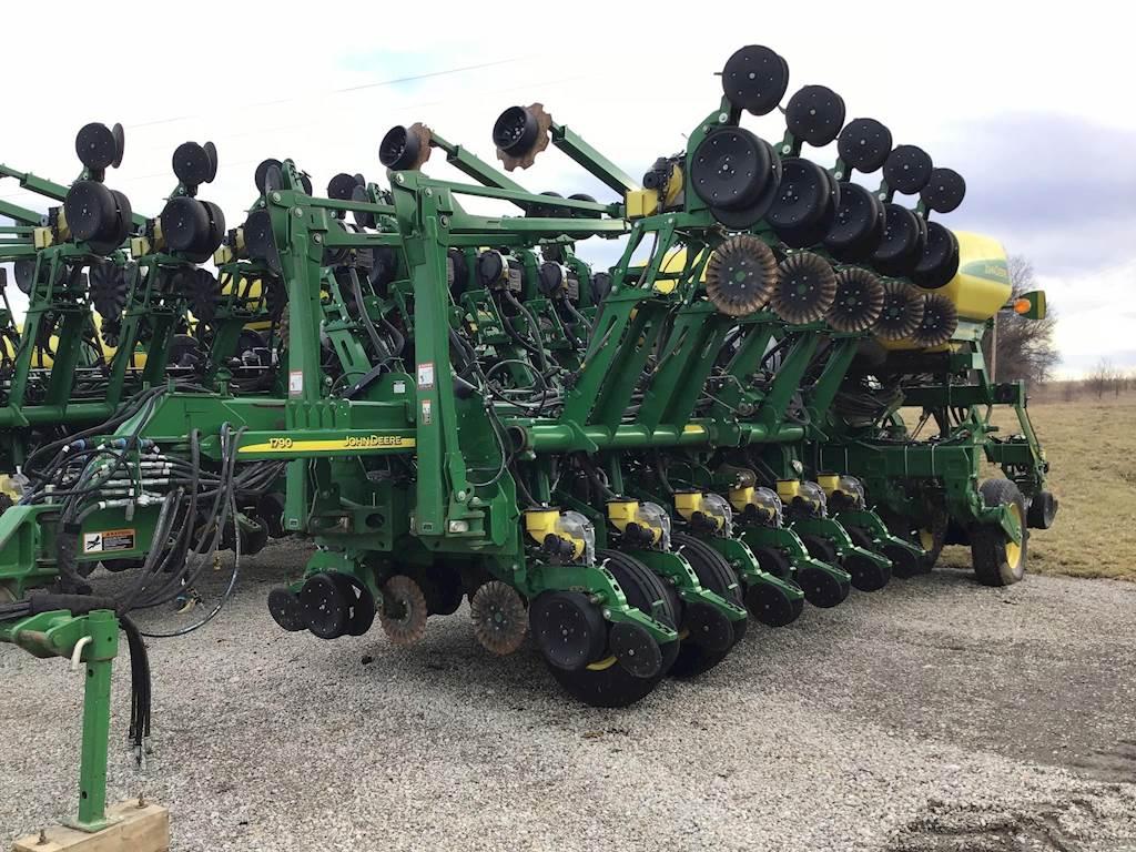 2014 John Deere 1790 Ccs Planter Row Unit For Sale Easton Mo