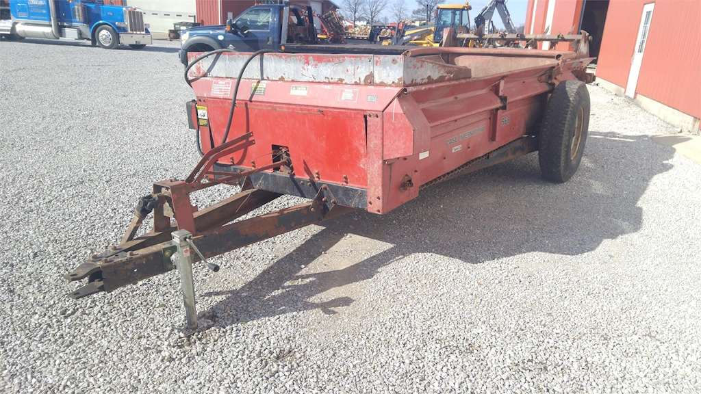 Ih Manure Spreader : Case ih dry manure spreader for sale wilkinson in