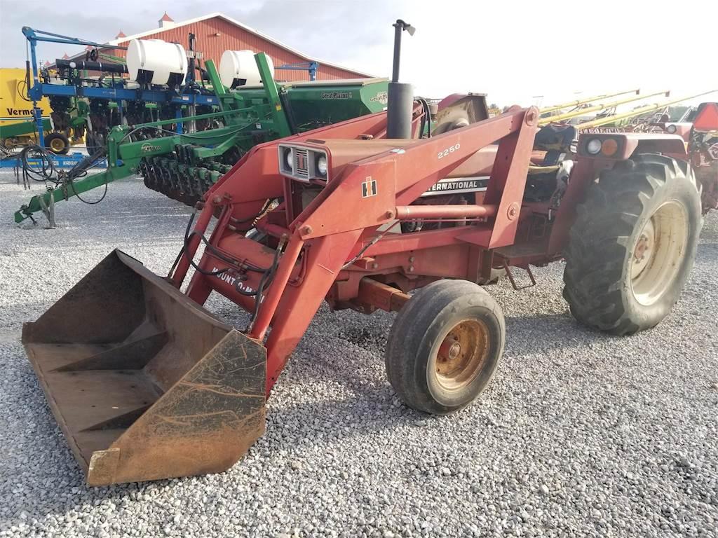 International 784 Tractor