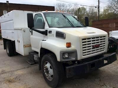 2004 GMC C7500 Chipper Truck