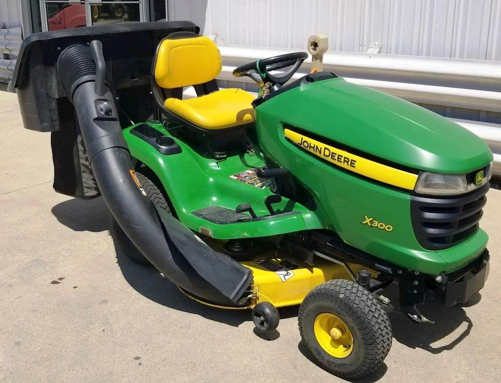 John Deere Lawn Mowers For Sale >> 2009 John Deere X300 Riding Lawn Mower For Sale 210 Hours Dyersville Ia 49247 Mylittlesalesman Com