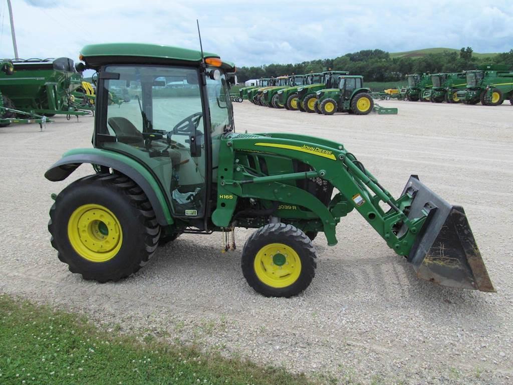 2017 John Deere 3039R Tractor