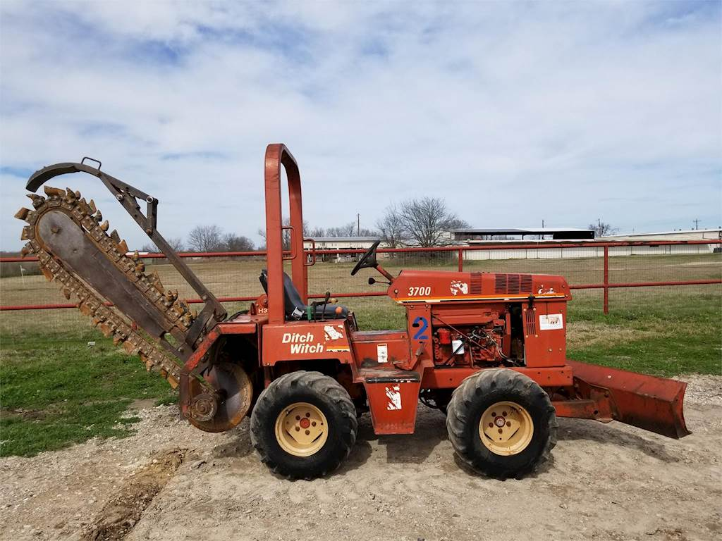 2003 Ditch Witch 3700 Trencher