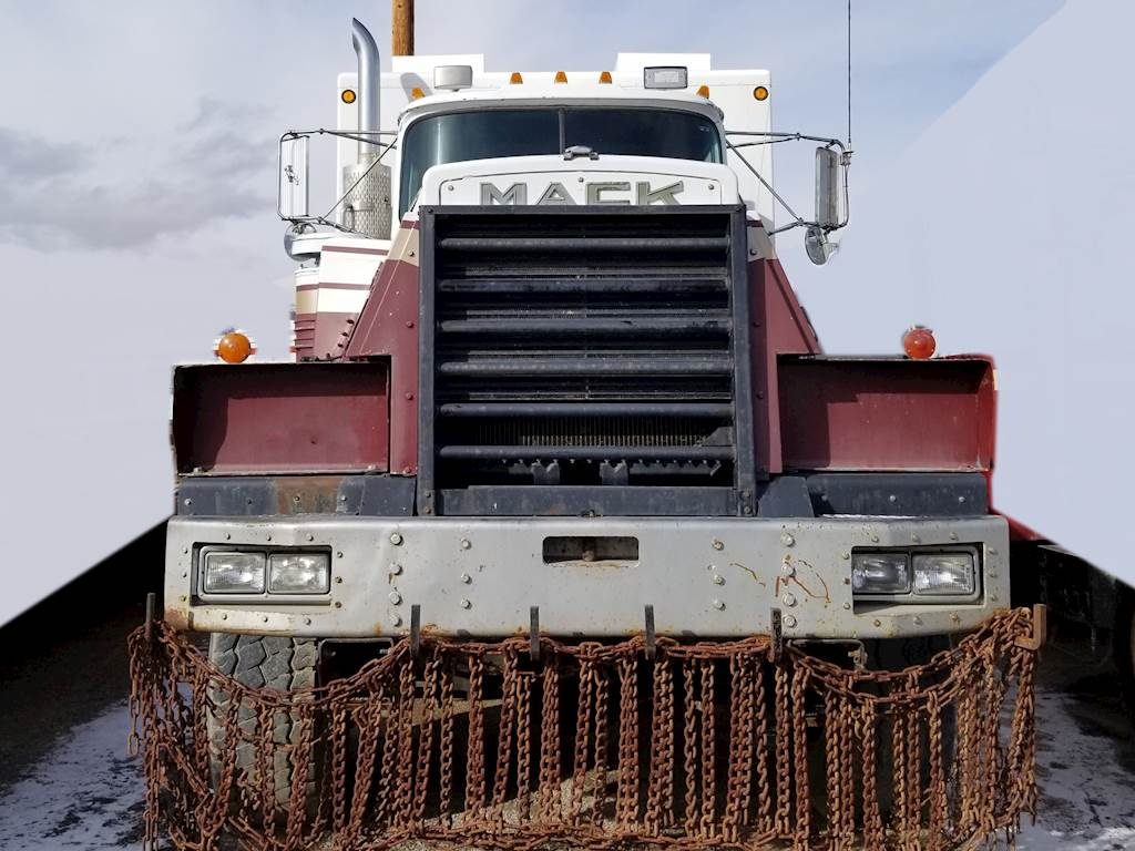 1990 Mack RD8886S Cab & Chassis Truck