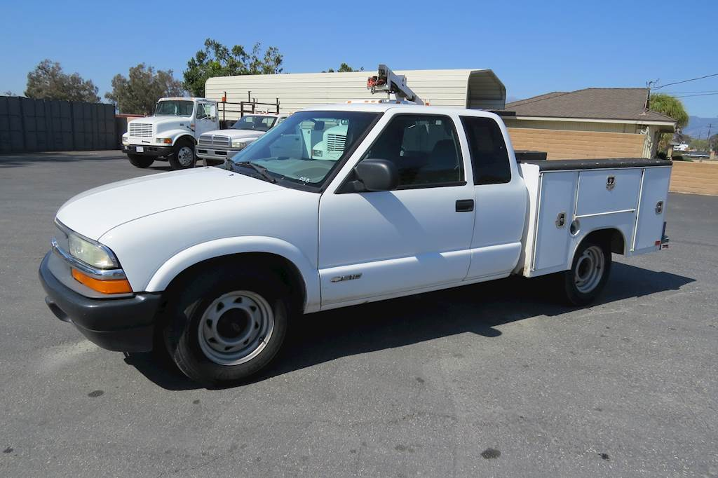 2001 chevrolet s10 extended cab service utility work truck for sale 80 887 miles fontana ca. Black Bedroom Furniture Sets. Home Design Ideas