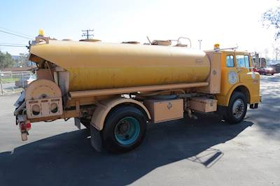 1989 Ford F-8000 2,000 Gallon Water Tank Spray Truck