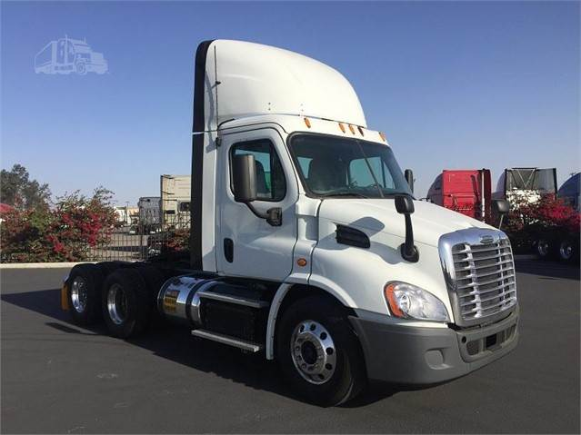 2015 Freightliner Cascadia Tandem Axle Day Cab Truck, Detroit DD13/410,  410HP, 10 Speed Manual