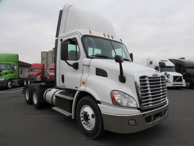 2012 Freightliner Cascadia Tandem Axle Day Cab Truck, Detroit DD13/450,  450HP, 10 Speed Manual