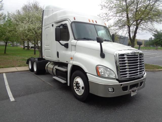 2012 Freightliner Cascadia Sleeper Semi Truck, Detroit DD15/455, 455HP, 10  Speed Manual