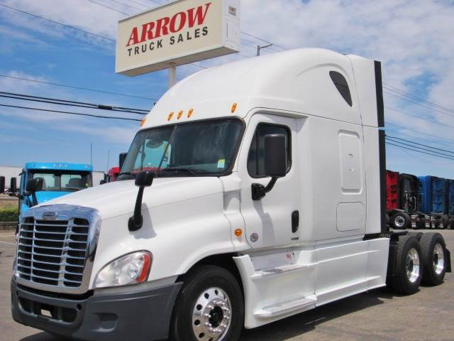 2014 Freightliner Cascadia Evolution Sleeper Semi Truck