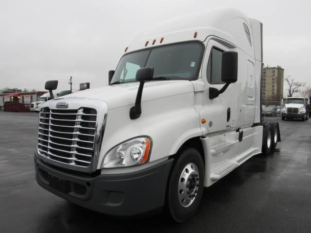 2017 Freightliner Cascadia Evolution Sleeper Semi Truck For Sale, 477,357  Miles | Elizabeth, NJ | 230909 | MyLittleSalesman com