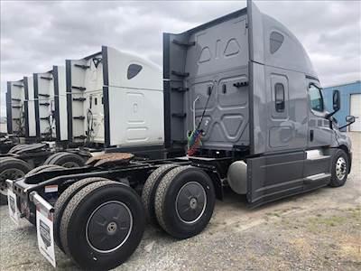 2019 Freightliner Cascadia Evolution Sleeper Semi Truck - Detroit
