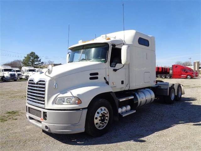 Mack Trucks For Sale >> 2013 Mack Pinnacle Cxu613 Sleeper Semi Truck For Sale 598 489 Miles Kansas City Mo 230703 Mylittlesalesman Com