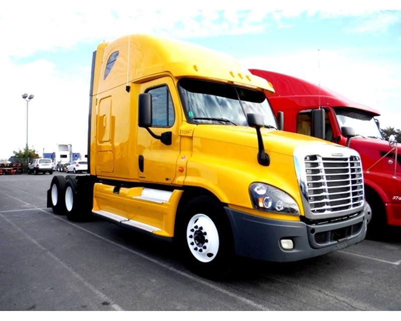 2012 Freightliner Cascadia Freightline Sleeper Truck For