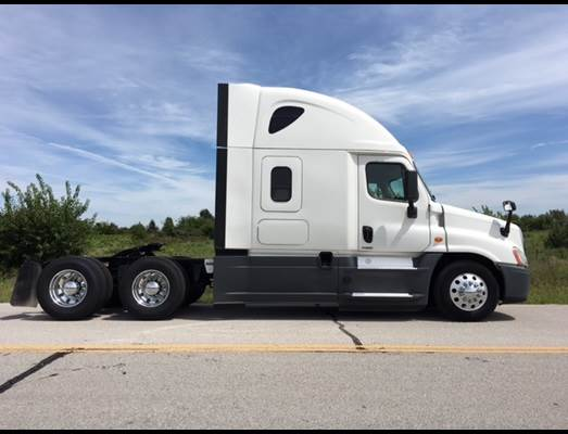 2015 Freightliner Cascadia 125 Sleeper Semi Truck, Detroit power, new  drives, Dt12 transmission, low miles