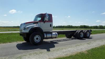 2004 International 7600 Cab & Chassis Truck Cummins Walking Beam 20,000 lb front axle