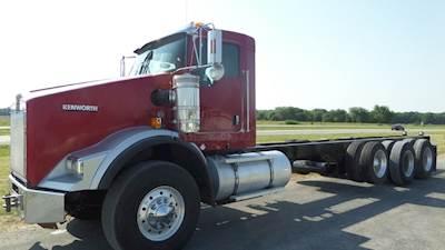 2009 Kenworth T800, CAT C-15, 18 speed, 20,000 lb front axle, lift axle