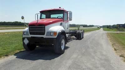 2007 Mack Granite CV713 Long Wheelbase 20,000 lb front axle 370 hp, 10 speed