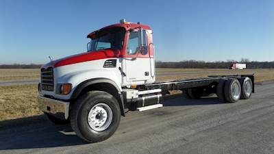 2007 Mack Granite CV713 Cab & Chassis Truck, 370 HP, 10 speed, 20,000 lb front axle