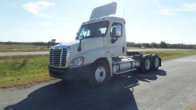 2012 Freightliner Cascadia Tandem Day Cab Truck