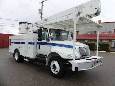 2006 International 4300 Single Axle Boom / Bucket Truck - Automatic,  Versalift VN43PI Aerial Lift