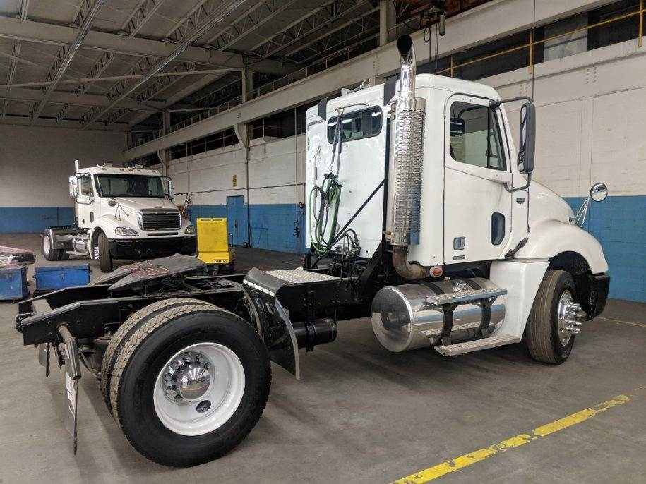 2007 Freightliner Columbia 120 Day Cab Truck Single Axle