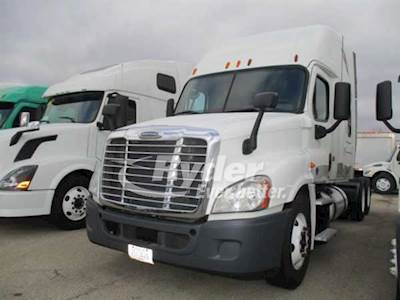 2012 Freightliner Cascadia 125 Sleeper Semi Truck, Cummins ISX'10 14 9  450/1800, 450HP, 10 Speed Manual