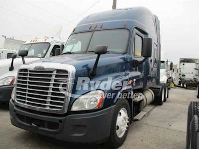2014 Freightliner Cascadia 125 Sleeper Semi Truck, Cummins ISX'10 ST  400/1800, 400HP, 10 Speed Manual