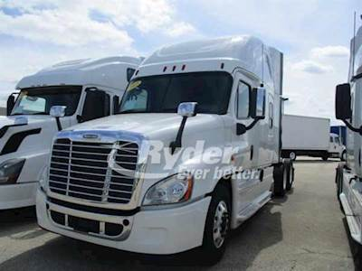 2013 Freightliner Cascadia 125 Sleeper Semi Truck, Cummins ISX'10 14 9  450/1800, 450HP, 10 Speed Manual